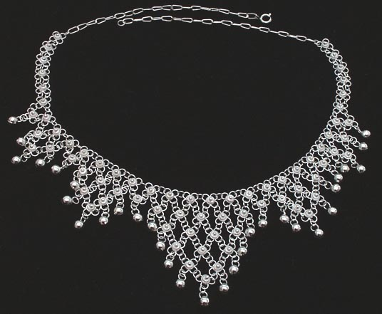 necklacetriangular04c.jpg